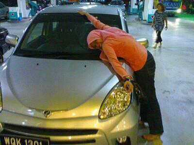 "Thu 09/08/2007 21:32 ""Pa thank u for d car!"""